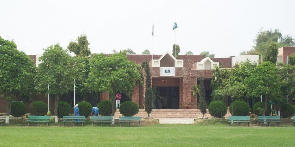 Lahore-garrison education-system-lahore-building-ilmibook