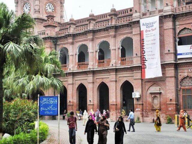 queen-marry-college-Lahore-building