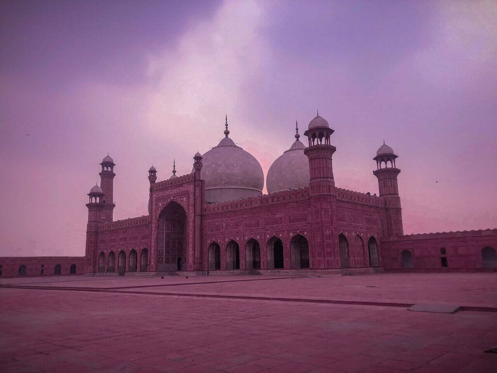 badshahi-mosque-lahore-best-areas-to-live-in-lahore