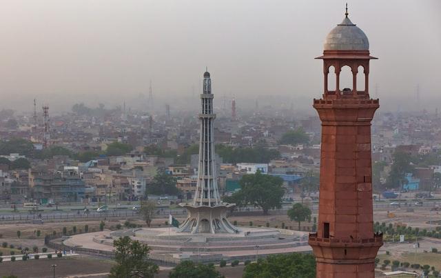 shahi qila and minar e pakistan-minarets